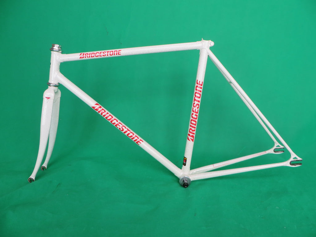 Bridgestone // White with Super Silver Flake // Columbus Max Fork // Reynolds 520 // 51.5cm