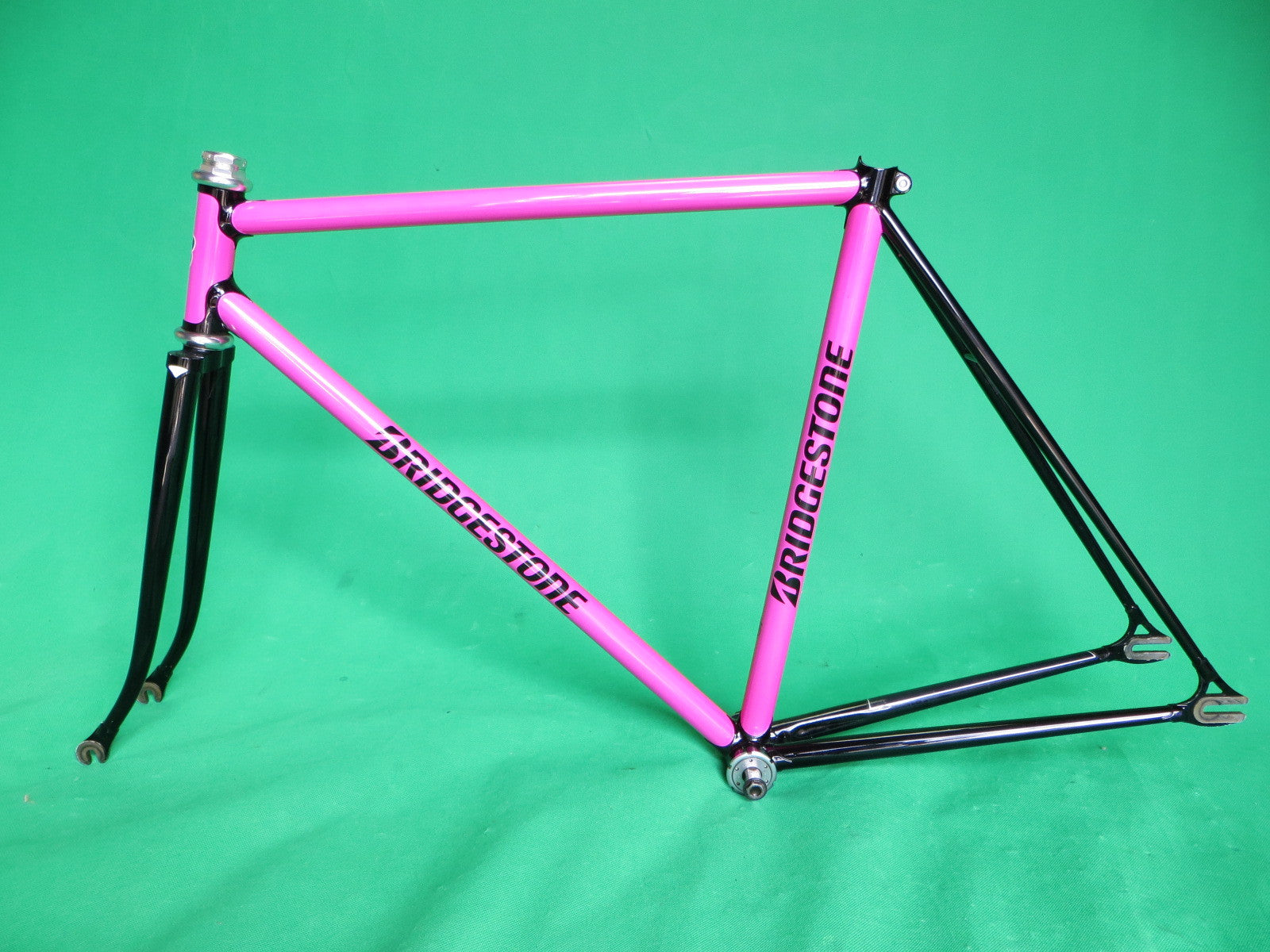 BRIDGESTONE // bright pink & black two-tone // 51.5cm