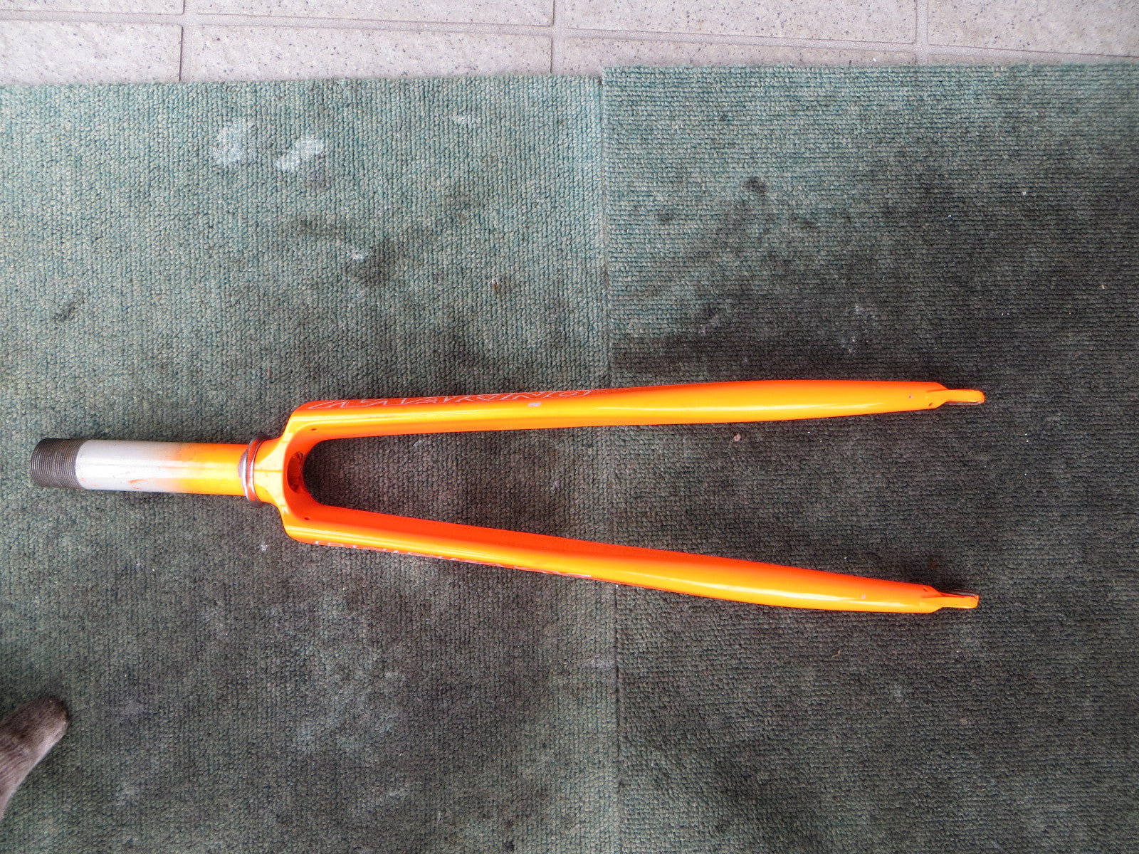 Makino Columbus Max Fork Neon Orange 114mm steering Column 9mm Slot