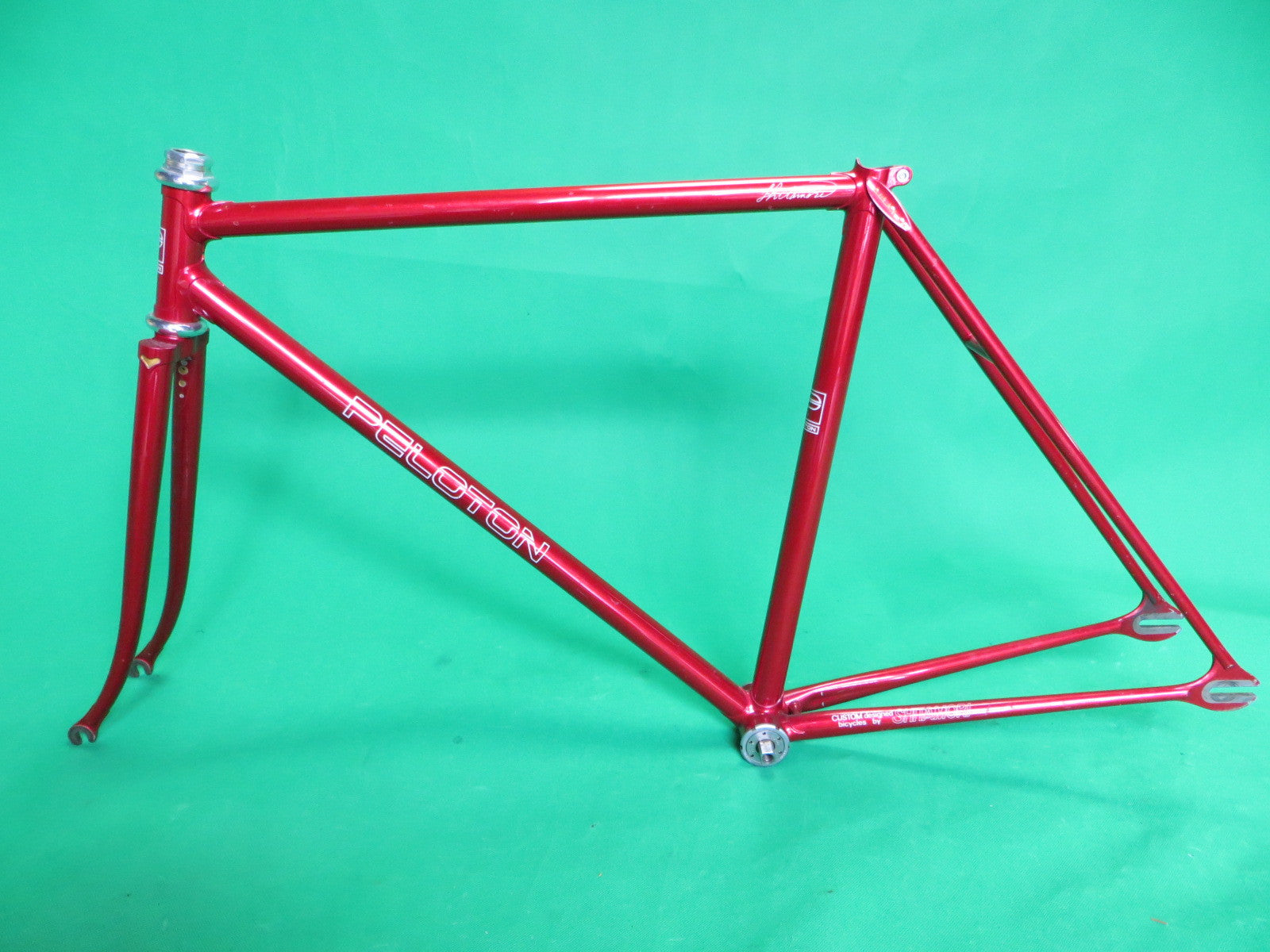 PELOTON // Metallic Red // 49.5cm
