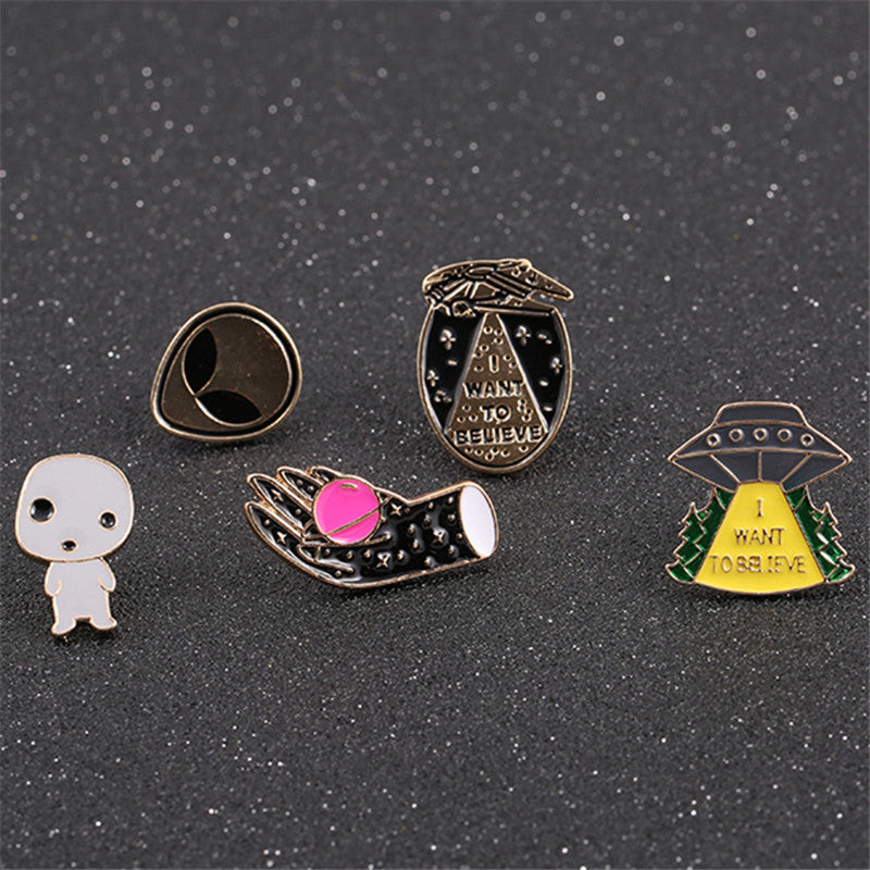 Free shipping fashion woman new jewelry Enamel Handset Earth Alien Spacecraft Flying Outer Planet Needle Brooch Accessories