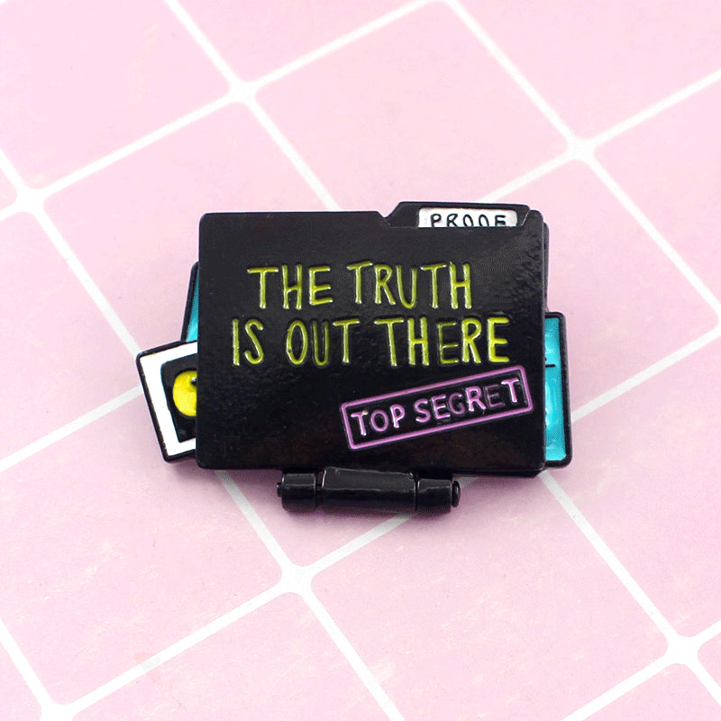 XEDZ Open both sides Creative Folding Brooch Believes Aliens Exist The Truth Is There Out Top Secret Probe Note Pin jewelry Gift