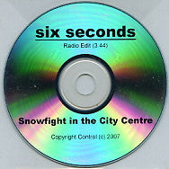 SNOWFIGHT IN THE CITY CENTRE - Six Seconds
