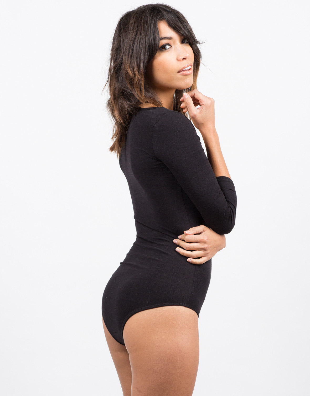 Side View of 3/4 Sleeve Scoopneck Bodysuit