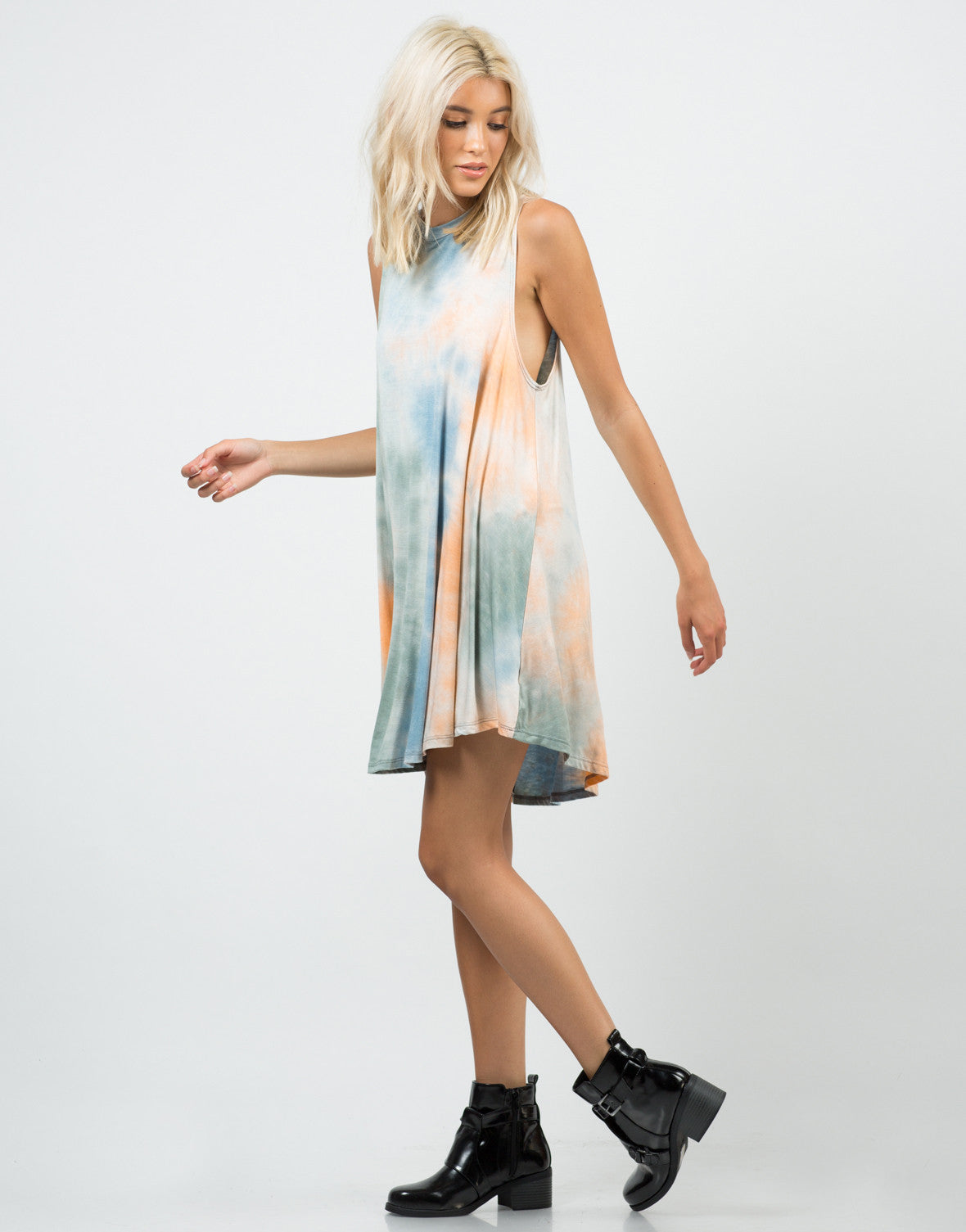 Side View of 70s Tie-Dye Dress