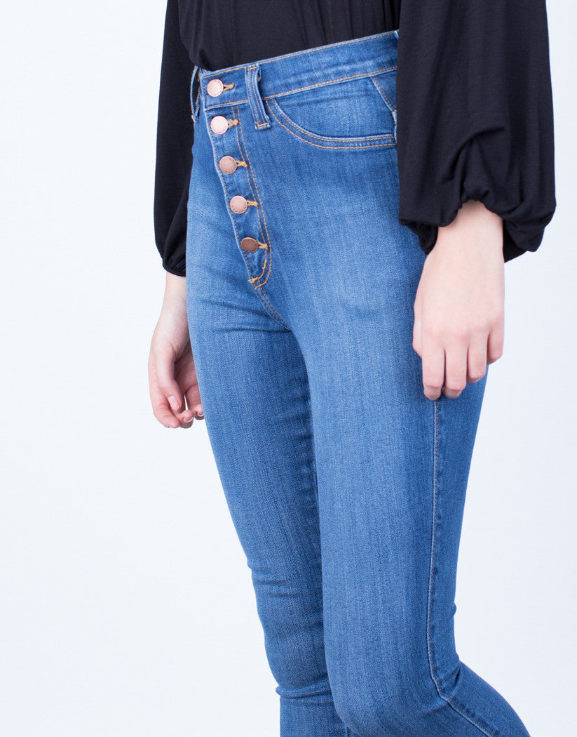 Detail of Buttoned High Waisted Jeans