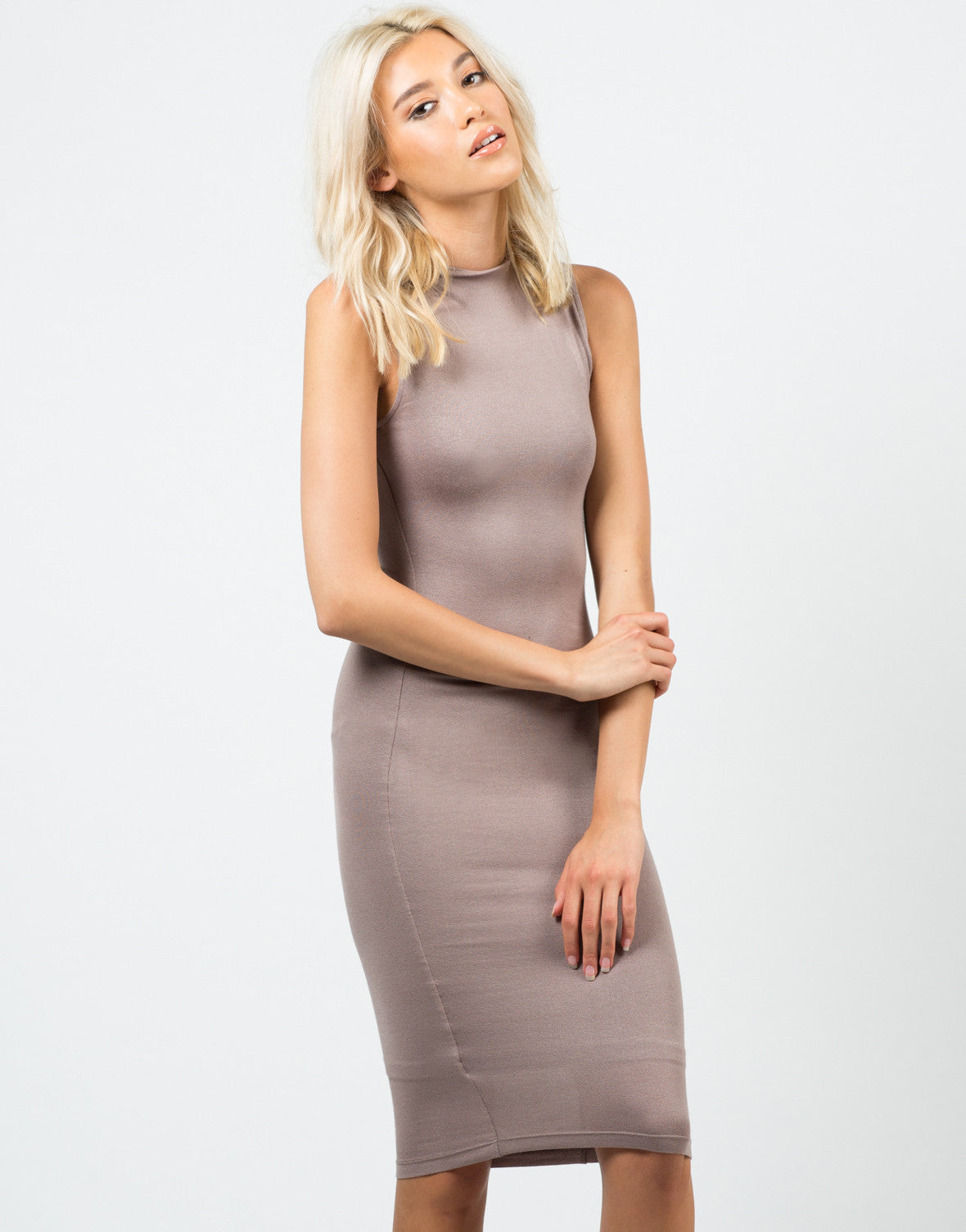 Classic Sleeveless Midi Dress