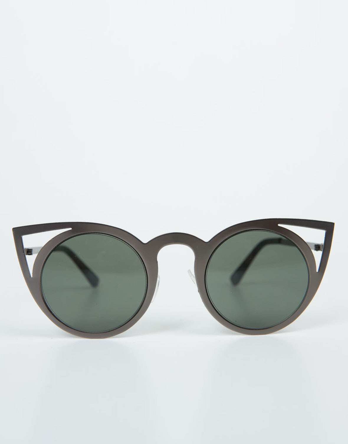 Front View of Cut Out Cat Eye Sunnies