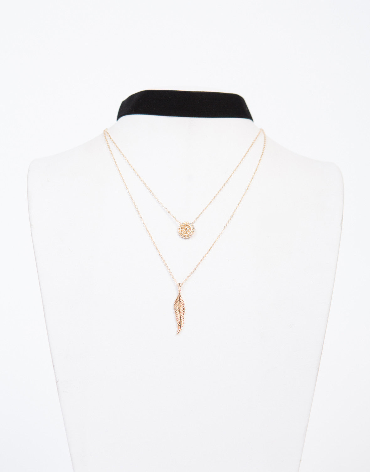 Layered Pendant Velvet Choker Necklace