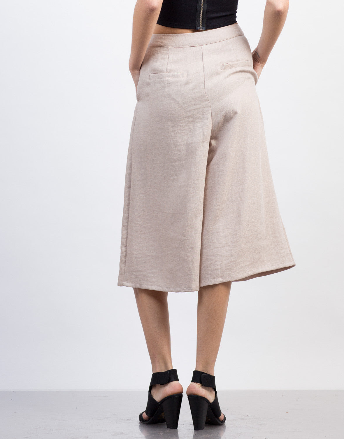 Back View of Linen Culotte Pants