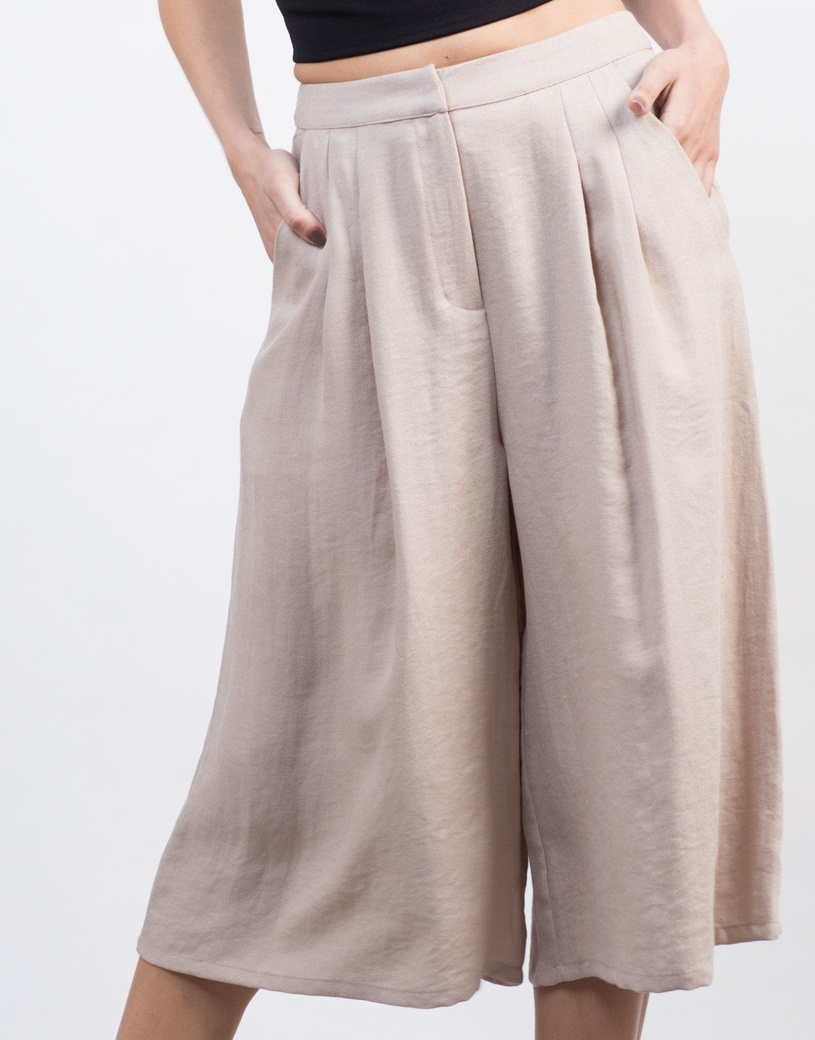 Detail of Linen Culotte Pants