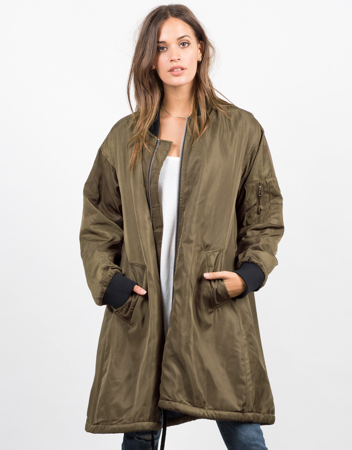 A coat is a garment worn by either sex, for warmth or tennesseemyblogw0.cf typically have long sleeves and are open down the front, closing by means of buttons, zippers, hook-and-loop fasteners, toggles, a belt, or a combination of some of tennesseemyblogw0.cf possible features include collars, shoulder straps and hoods.