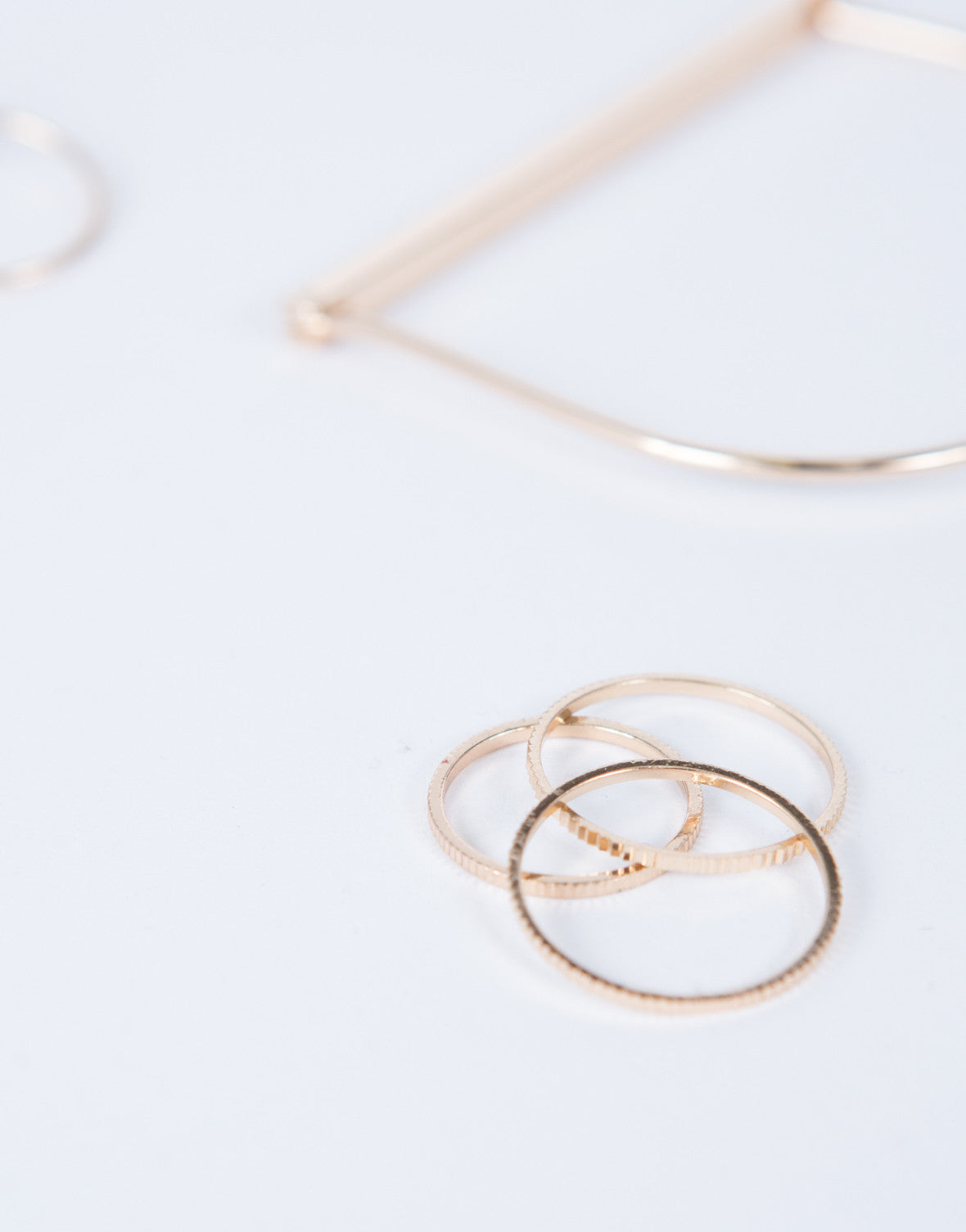 Minimal Bracelet and Ring Set
