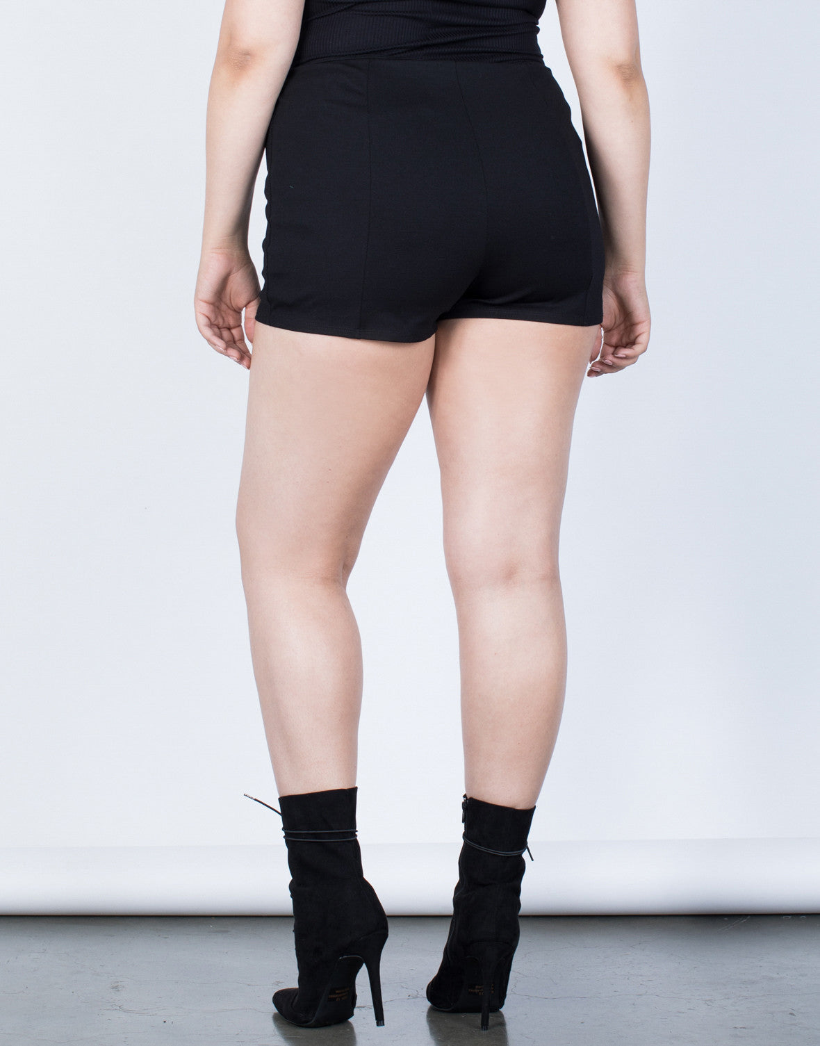 Plus Size Tied to You Shorts