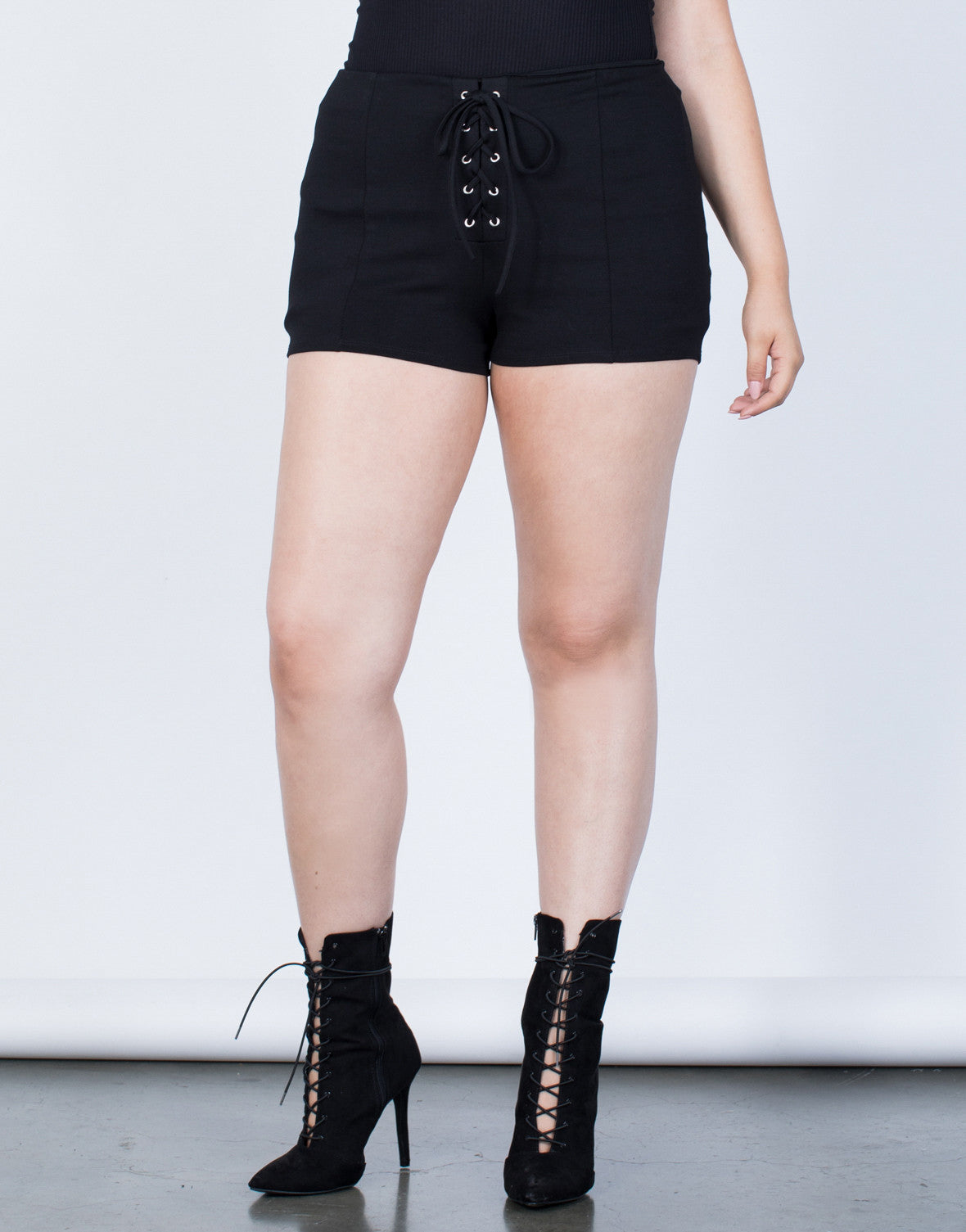 Plus Size Tied to You Shorts - 2020AVE