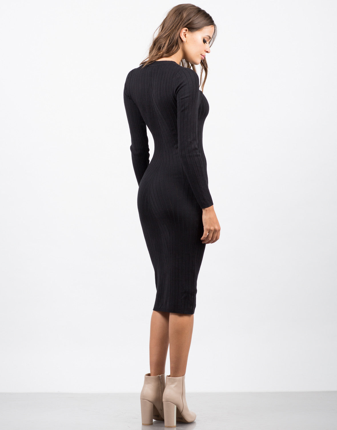 Back View of Ribbed Knit Midi Dress