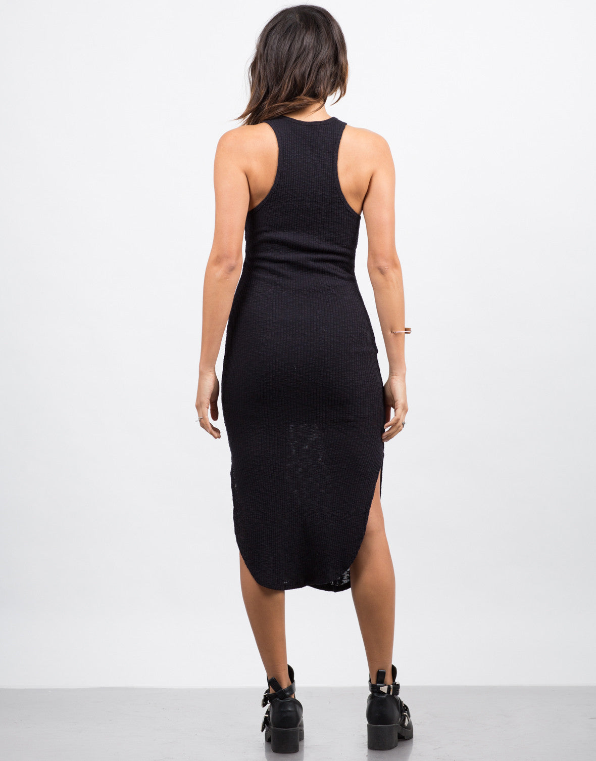 Back View of Ribbed Midi Dress