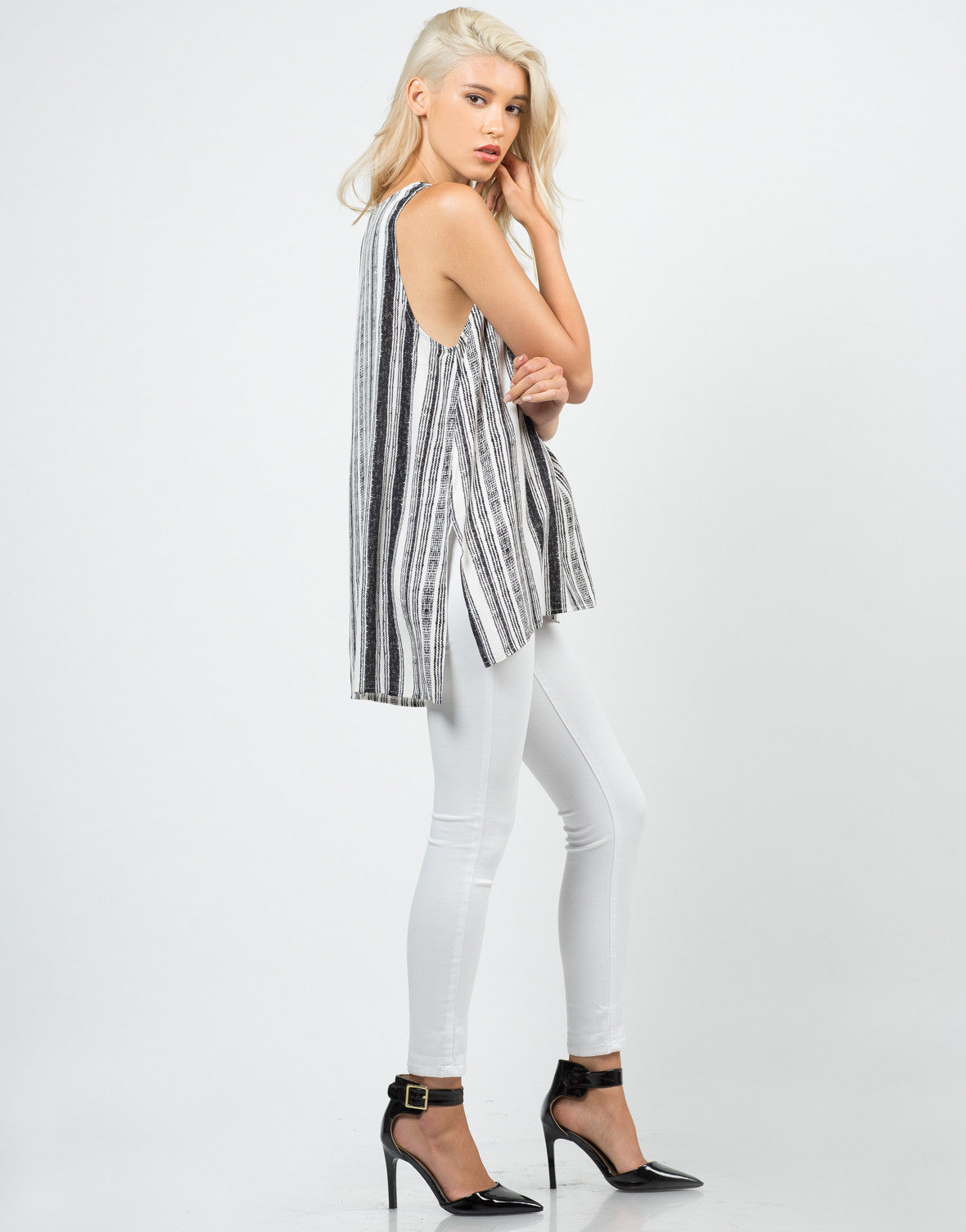 Side View of Skid Printed Sleeveless Top