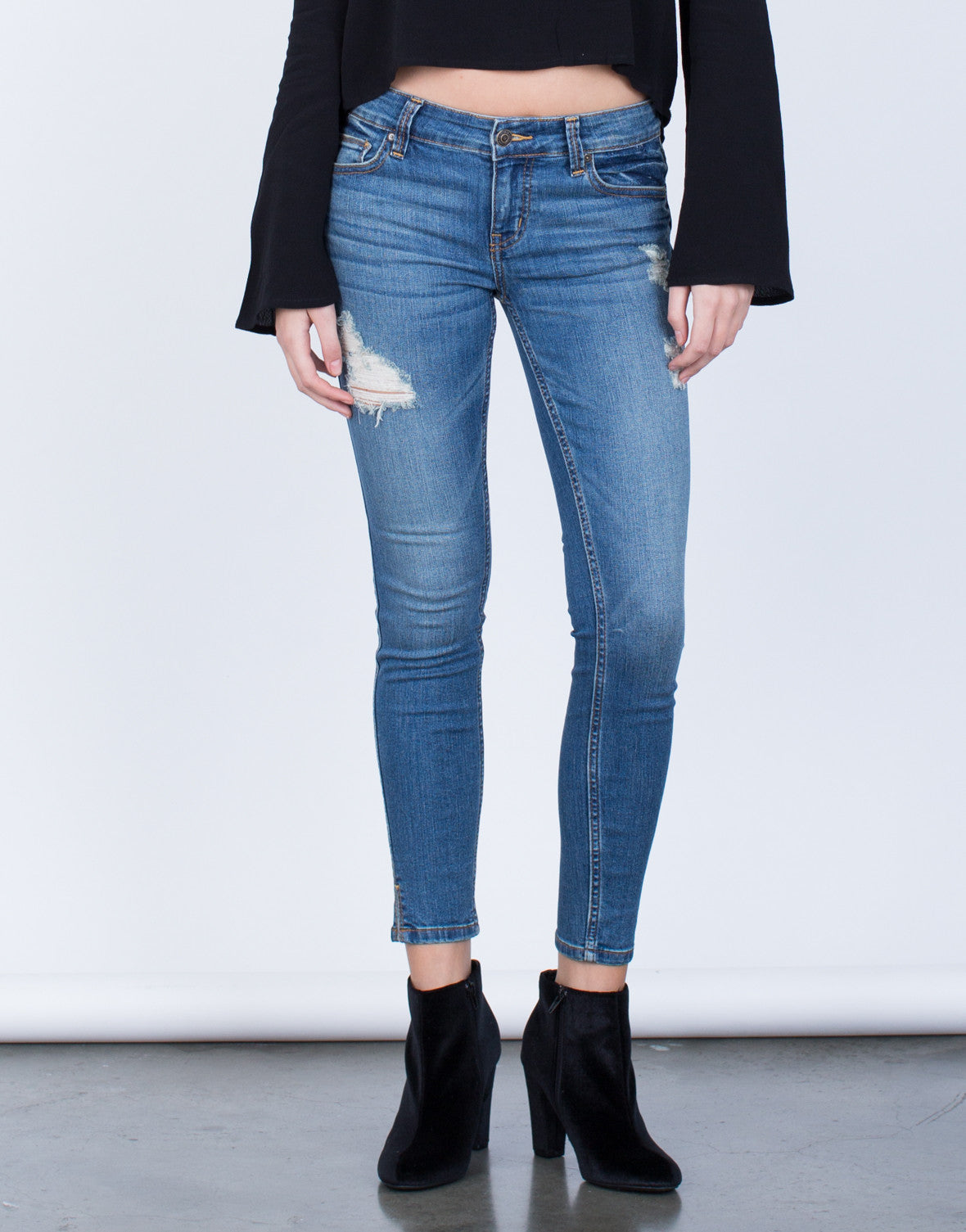 Slightly Distressed Denim Jeans - 2020AVE