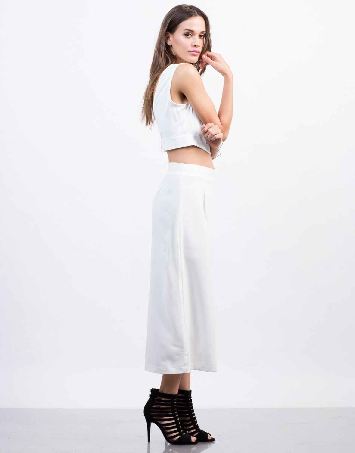 Side View of Woven Wide Leg Culottes