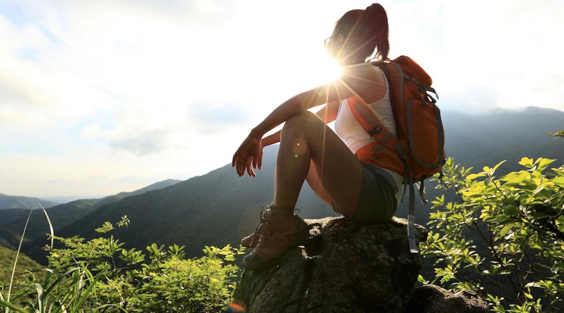 7 ESSENTIALS TO BRING ON YOUR NEXT HIKING TRIP