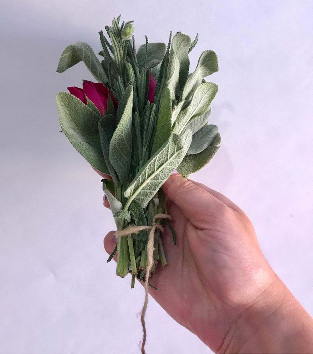 HOW TO MAKE THE PERFECT LAVENDER + SAGE SMUDGE STICK - LOTUSWEI