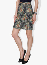 Load image into Gallery viewer, Thick Material Floral Designed Pencil Short Skirt