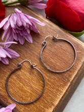 Load image into Gallery viewer, Copper handmade hammered, metal hoops, large size, earrings