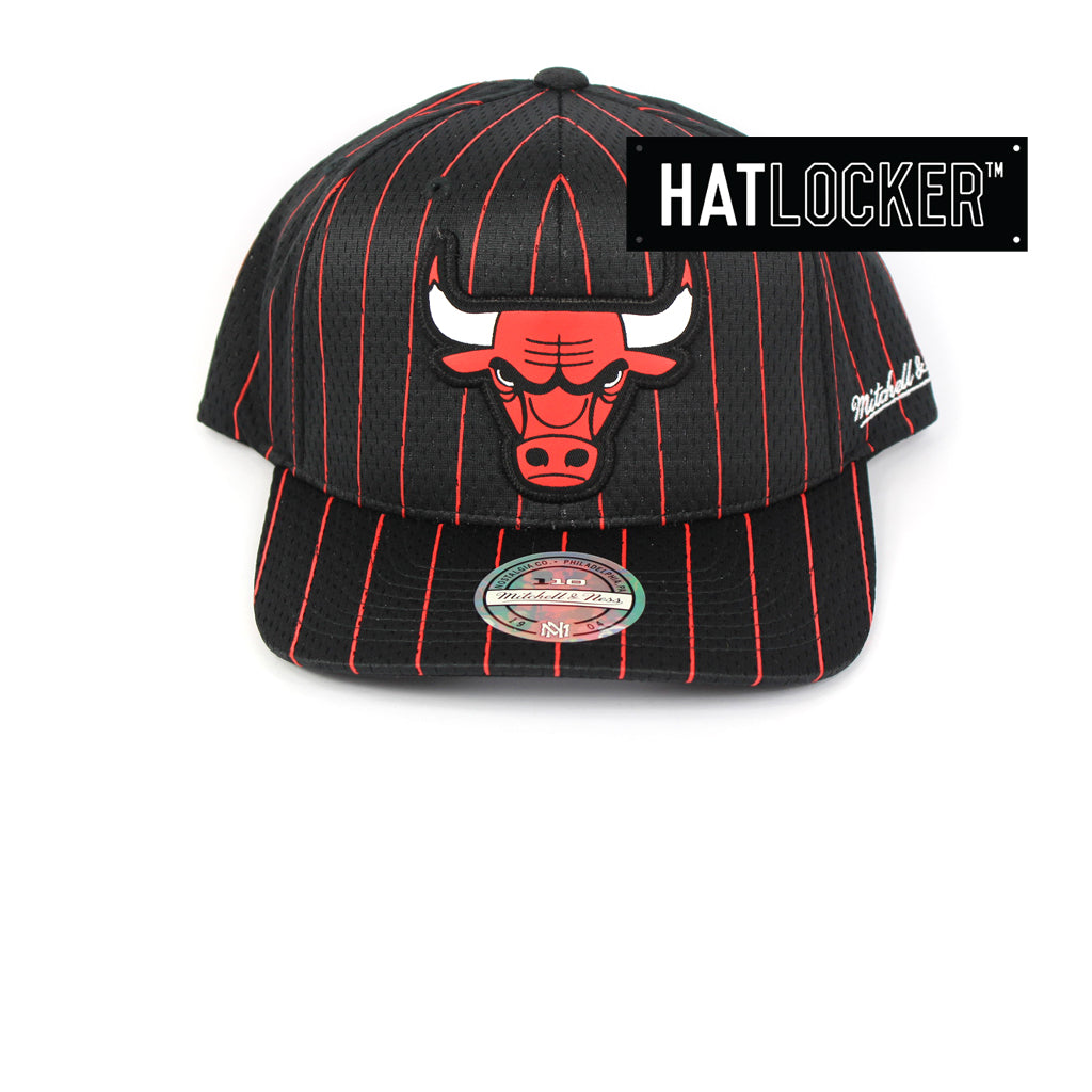 d0090b18069 Mitchell   Ness Chicago Bulls Icon 110 Curved Snapback Cap