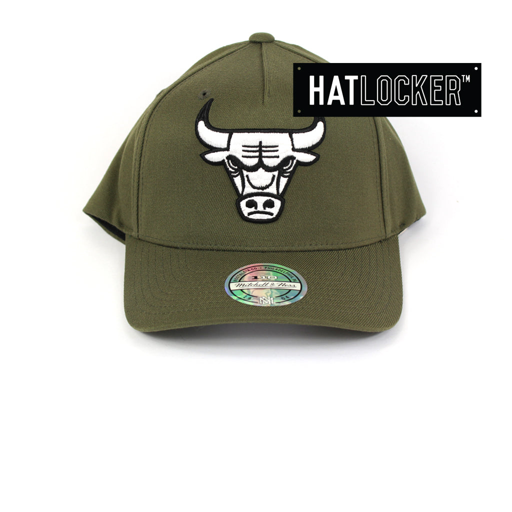 164344039e928 Mitchell   Ness Chicago Bulls Olive 110 Curved Snapback Hat