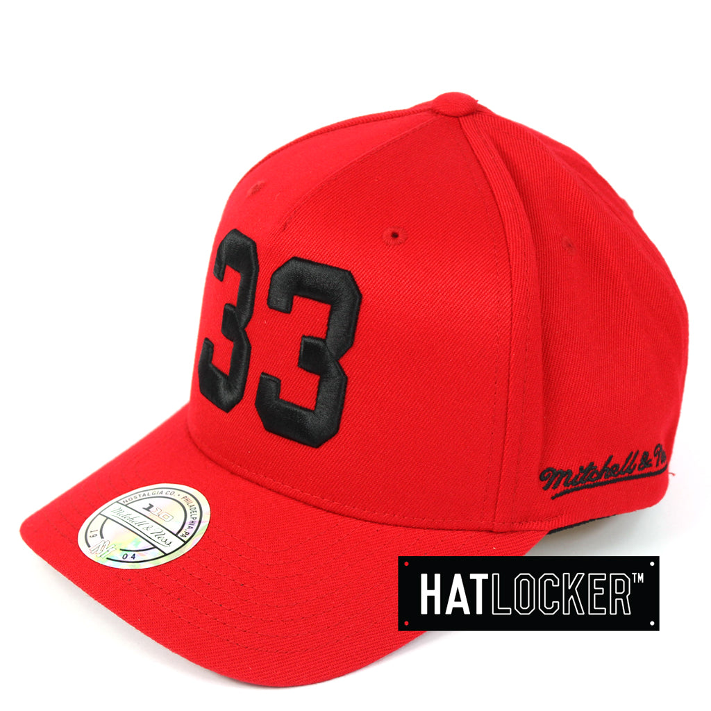 069255637f7 Mitchell   Ness Chicago Bulls Name   Number 110 Curved Snapback