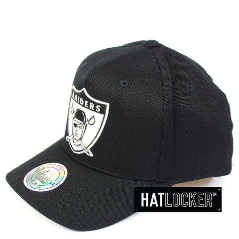 Mitchell & Ness Oakland Raiders BW Logo 110 Curved Snapback