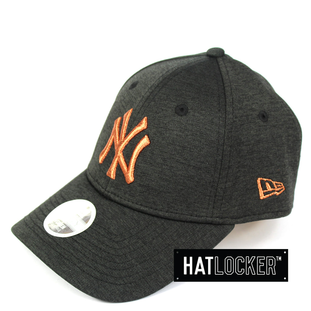 New Era Women's New York Yankees Black Shadow Curved Brim Cap