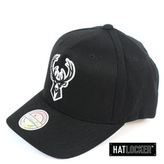 Mitchell & Ness Milwaukee Bucks BW Logo 110 Curved Snapback