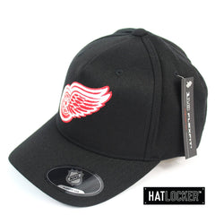 Mitchell and Ness Detroit Red Wings Full Colour Crest 110 Black Curved Snapback