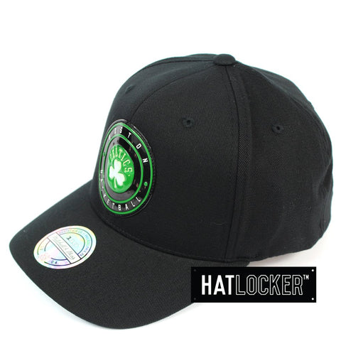 Mitchell & Ness Boston Celtics Circle Weald Patch 110 Curved Snapback Hat