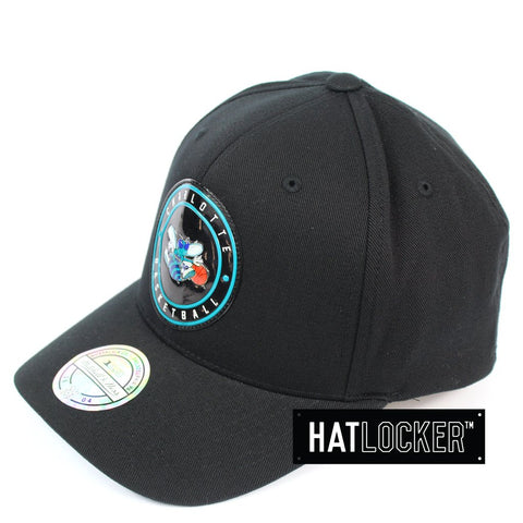 Mitchell & Ness Charlotte Hornets Circle Weald Patch 110 Curved Snapback Hat