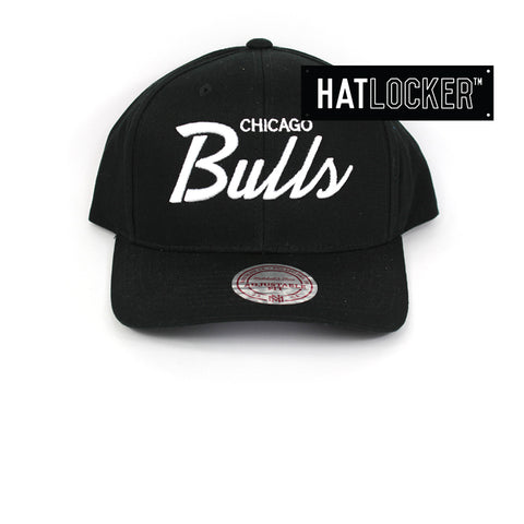 Mitchell & Ness Chicago Bulls Black Basic Script Curved Snapback Hat
