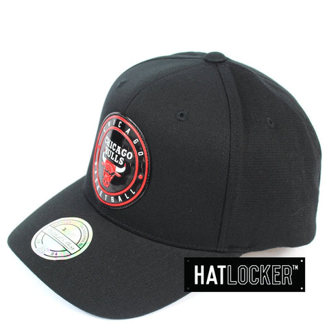 Mitchell & Ness Chicago Bulls Circle Weald Patch 110 Curved Snapback Hat