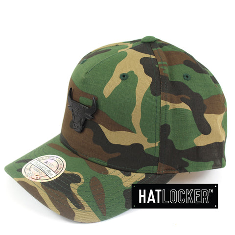 Mitchell & Ness Chicago Bulls Camo Metal Badge Curved Snapback Hat