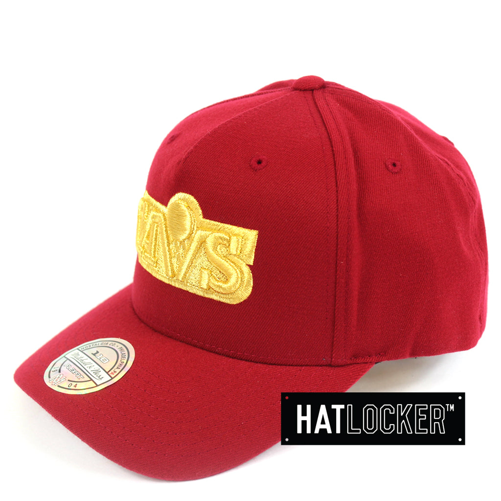 Mitchell & Ness Cleveland Cavaliers 110 Retro Team Curved Snapback Hat