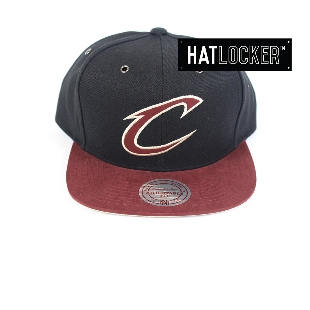 bb887fb169e Mitchell   Ness - Cleveland Cavaliers Swift Snapback
