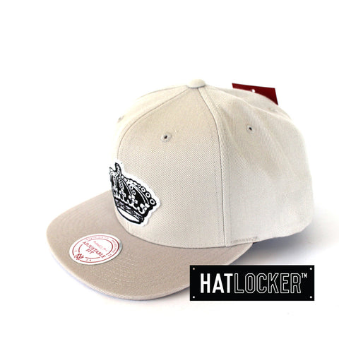 Mitchell & Ness LA Kings B&W Logo Series Grey Snapback