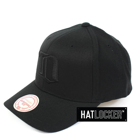 Mitchell And Ness Detroit Red Wings All Black Curved Snapback