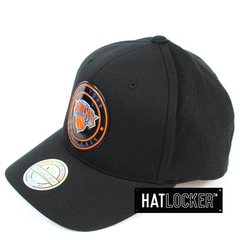 Mitchell and Ness New York Knicks Circle Weald Patch 110 Curved Snapback