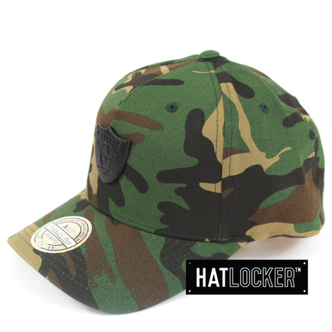 Mitchell & Ness Oakland Raiders Camo Metal Badge Curved Snapback Cap