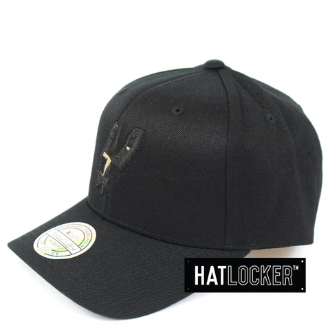 Mitchell & Ness San Antonio Spurs Black Camo Infill Curved Snapback