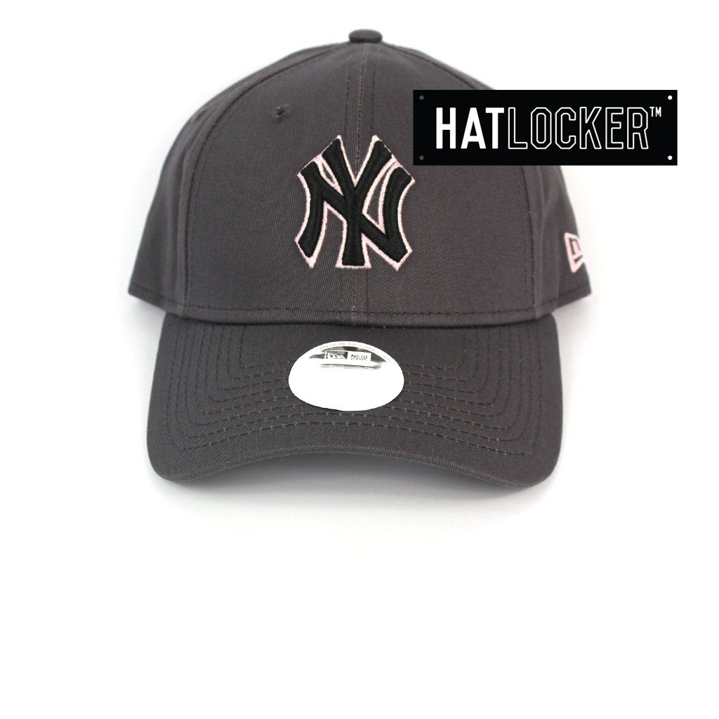 New Era Womens New York Yankees Dark Graphite Pink Curved Strapback Cap