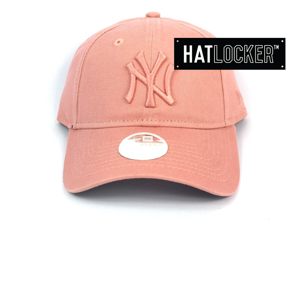 New Era Womens New York Yankees Dusty Pink Curved Strapback Cap