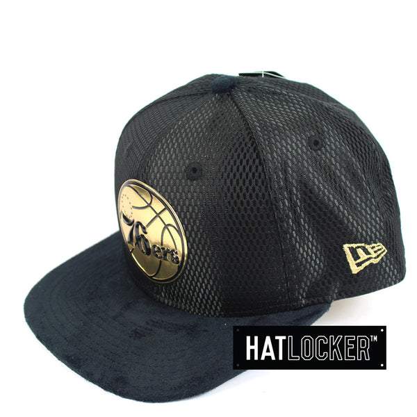 New Era - Philadelphia 76ers On-Court Black Gold Snapback